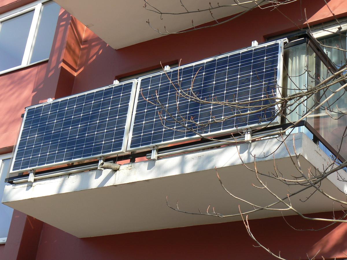 mini pv anlage steckdose photovoltaik f r die steckdose steckerfertige solarmodule mini pv. Black Bedroom Furniture Sets. Home Design Ideas